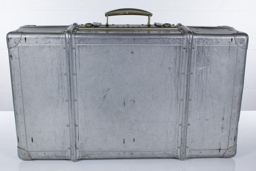 alu reisekoffer 30er 50er jahre alter koffer 75x45x23. Black Bedroom Furniture Sets. Home Design Ideas