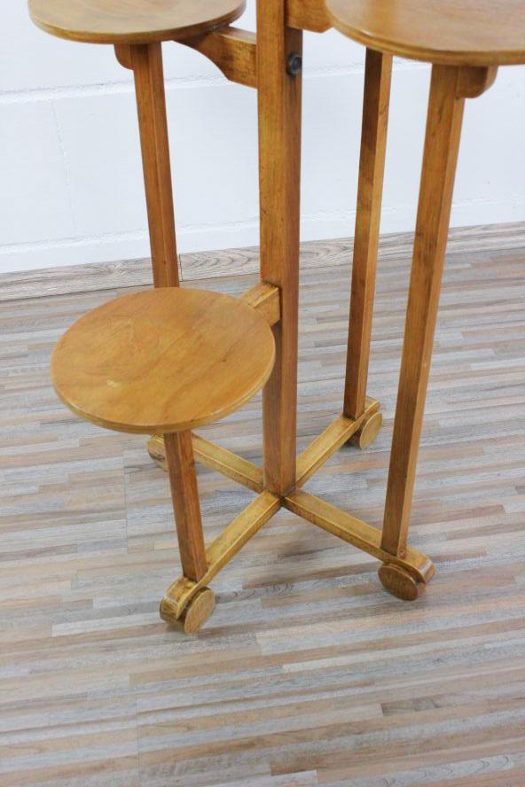 Alte blumen bank tisch typisches art deco bauhaus design for Mobel 30er jahre