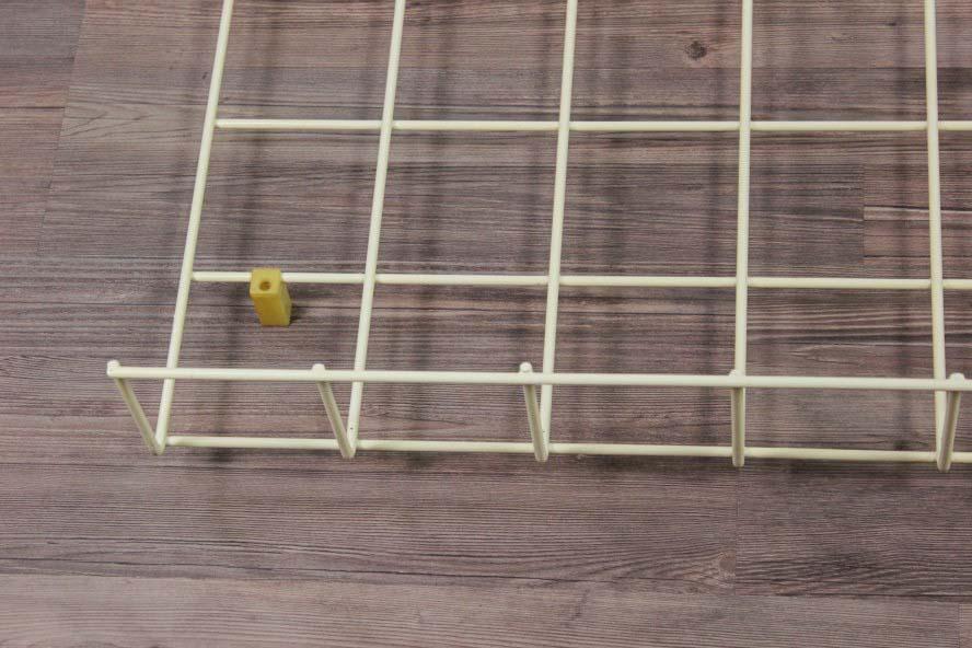 alte wand garderobe string draht wei bunte haken schmal 60x106cm vintage ebay. Black Bedroom Furniture Sets. Home Design Ideas